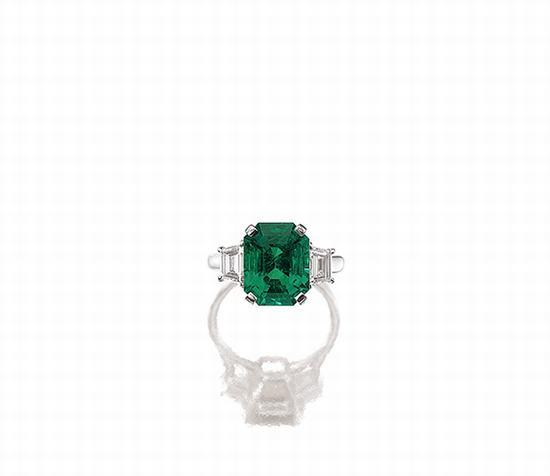 袓母绿配钻石戒指
