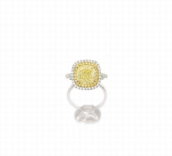 浓彩黄色钻石配钻石戒指