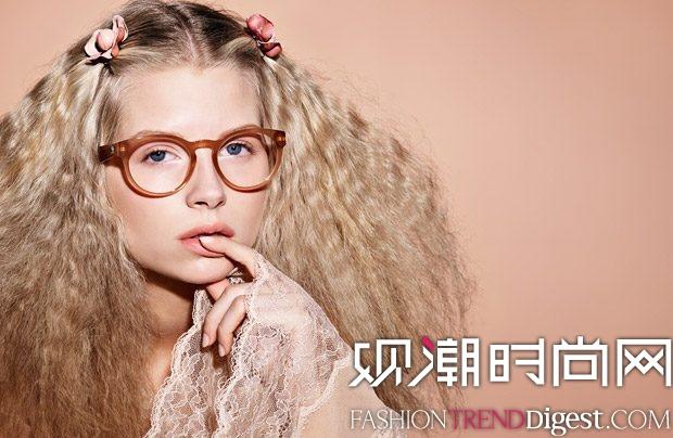 Lottie Moss 成为CHANEL眼妆系列最新面孔高清图片
