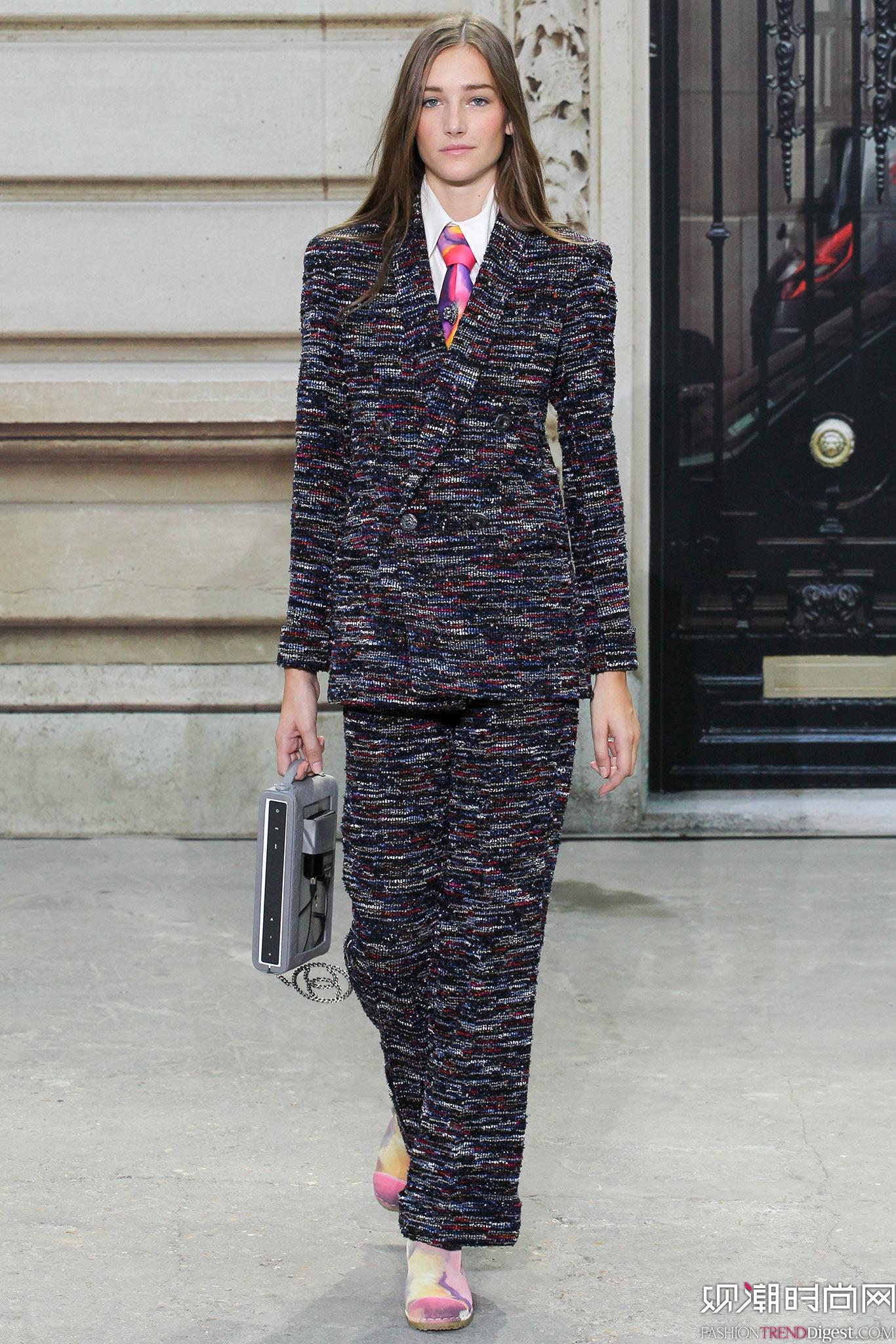 Chanel 2015春夏巴黎时装周秀场高清图片