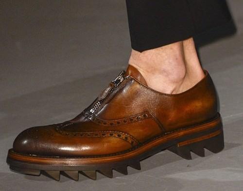 普拉达(prada)在2011年春季推出的creeper鞋丑到惹人