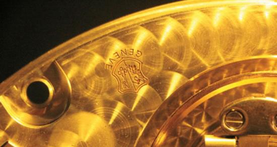 """著名的""""日内瓦印记"""" 会出现在一些顶级腕表的机芯夹板上"""