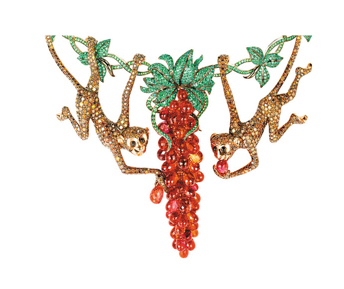 """近日,萧邦(Chopard)""""动物世界""""系列高级珠宝在伦敦的首展接近尾声。动物珠宝系列作品自面世以来,一直深受大众的喜爱。150件了不起的独特艺术品,从精致的蜜蜂胸针到珍贵的北极熊钻表,从灵动的小鸟耳环到精灵的猴子配件,每一件都显得如此华丽。"""