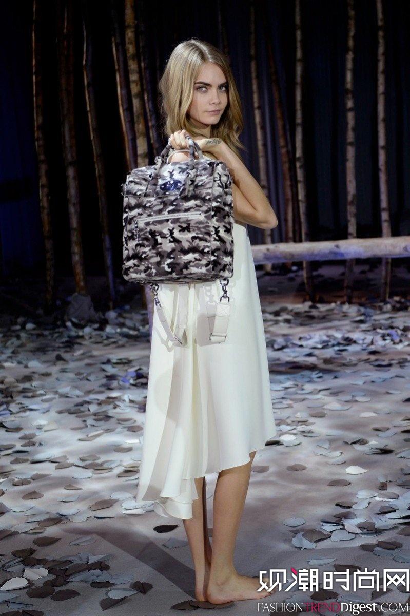 超模cara delevingne拍摄mulberry 2014包包系列广告