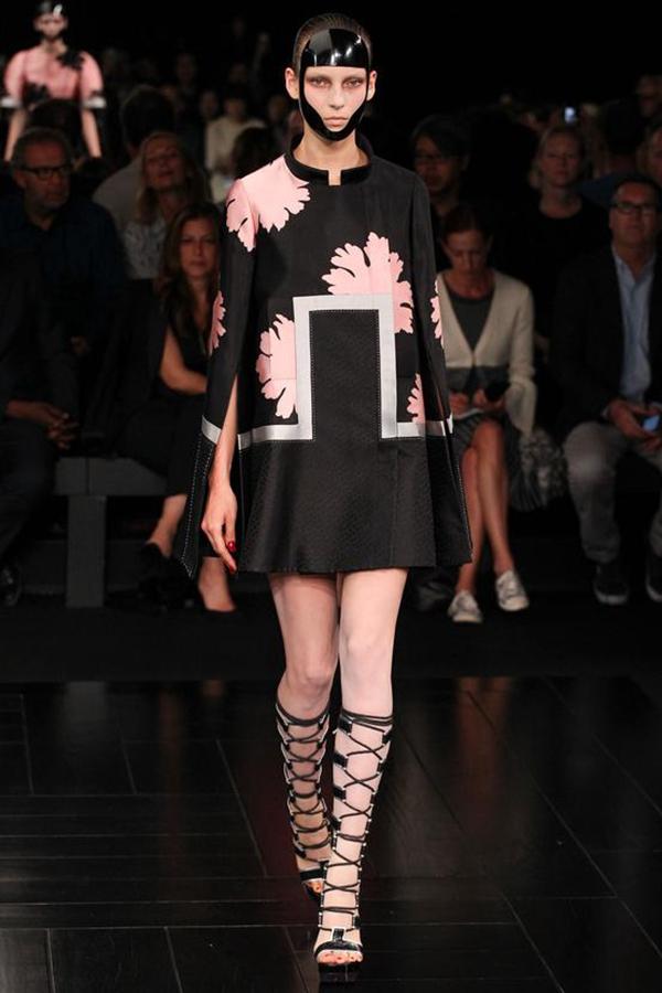 Alexander McQueen 2015春夏巴黎时装周秀场