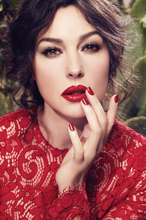Monica Bellucci演绎 Dolce & Gabbana唇膏广告