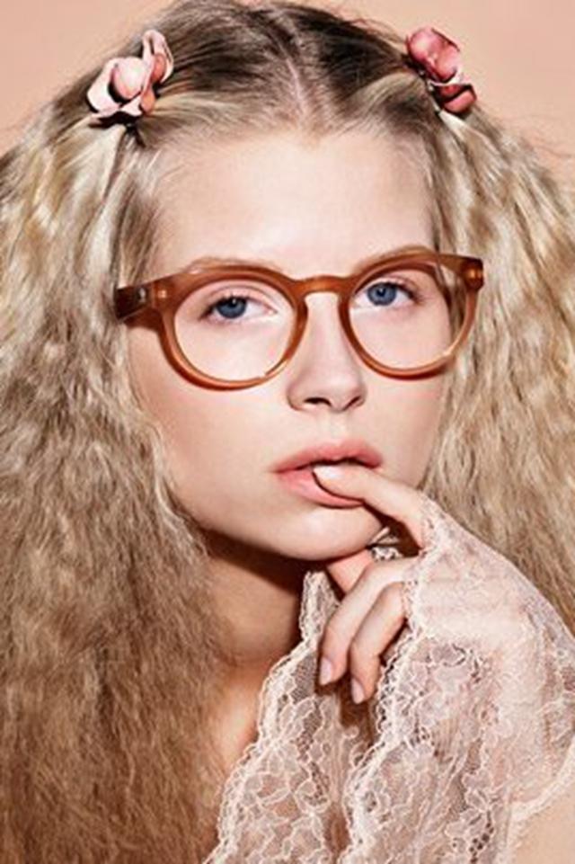 Lottie Moss 成为CHANEL眼妆系列最新面孔