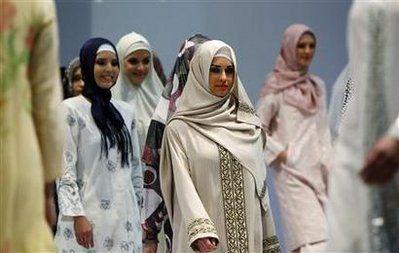 头巾是土耳其最具特色的服饰文化,它有很多种佩带方法,对于多数