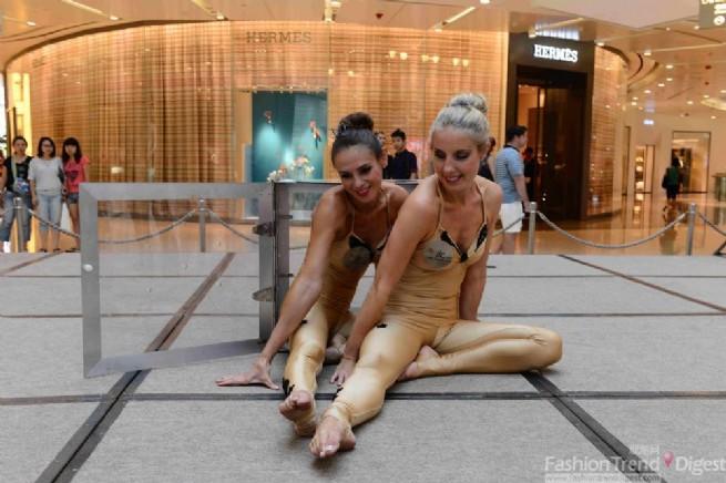 上海ifc商场世界极限柔术舞蹈