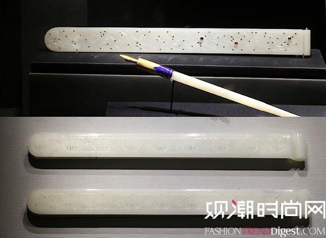 雕花白玉裁纸刀(上)与辽宁博物馆白玉透雕寿字纹扁方(下)对比