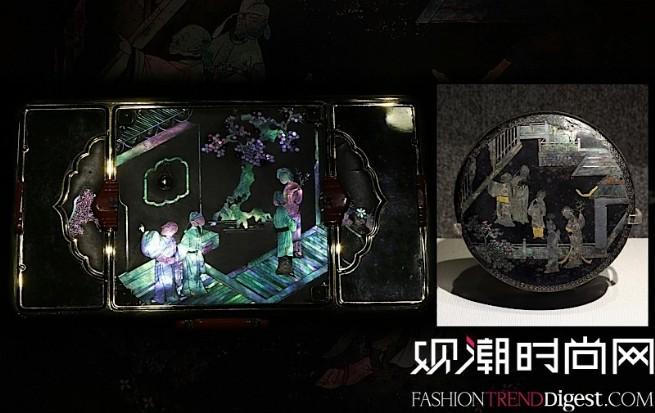 """中国风格台式烟盒,描绘《西厢记》""""初遇""""一幕,与辽宁博物馆馆藏黑漆螺钿西厢记小盒相映成趣。"""