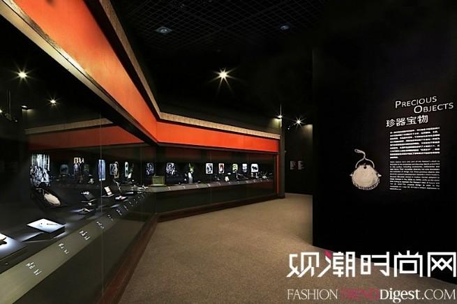 """""""博萃臻艺-中西方珍宝艺术展""""珍器宝物展示区域,通过近百件器物真切地反映出历史上西方精致的生活美学。"""