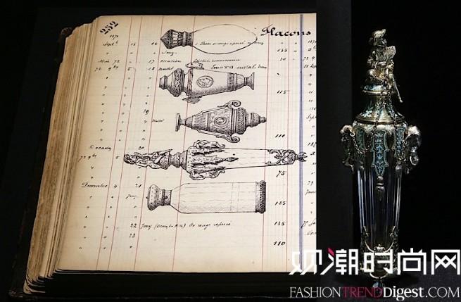 香水瓶与设计草图