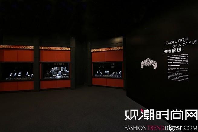 """""""博萃臻艺-中西方珍宝艺术展""""风格演进展示区域,精粹百余件卡地亚典藏作品,完整呈现西方美学风格的百年演变历程。"""