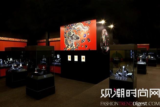 """""""博萃臻艺-中西方珍宝艺术展""""中国情愫展示区域,深度体现东西方瑰宝蕴含的中国韵味,彰显东西方文化浸润的璀璨光芒。"""