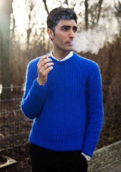 用一根烟点燃风情 弹指一挥...