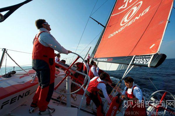 四名中国船员脱颖而出,代表中...
