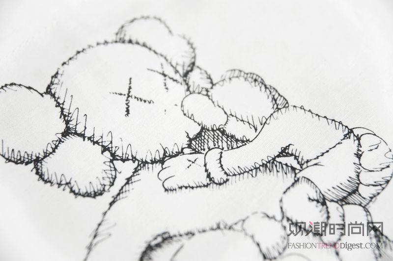 KAWS艺术雕塑引爆上海潮流热浪