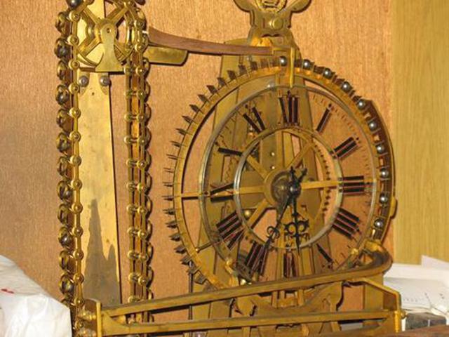 钟表收藏 一个古董的滚球压力钟