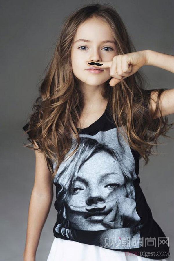 没错!她才十岁就已经是有名的...