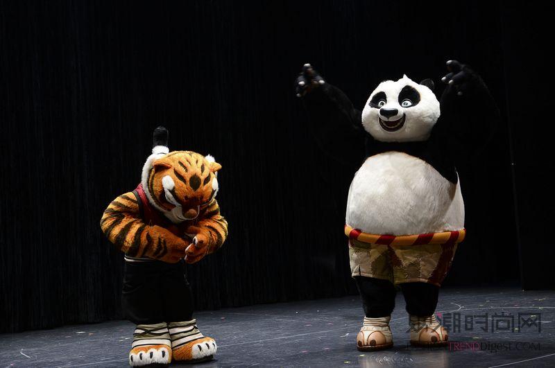 """《功夫熊猫3》""""阿宝""""首登皇..."""