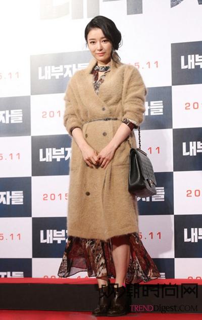 韩国女星 人手一件时髦大衣