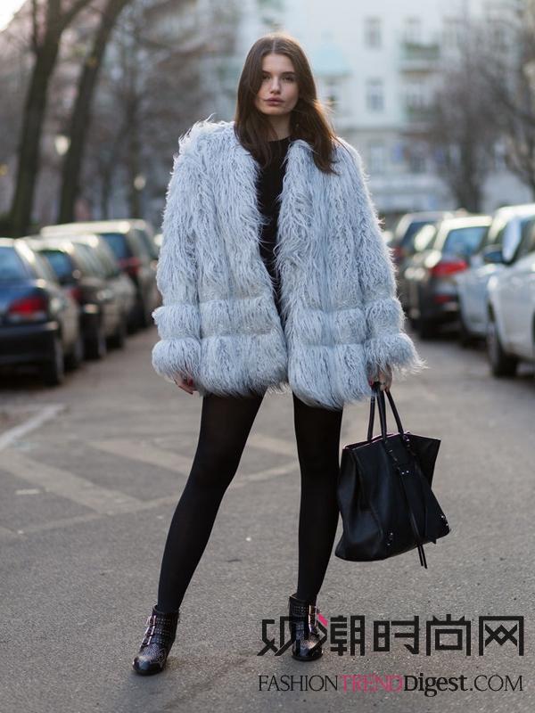 欧美街拍:冬季穿衣要讲究,搭...