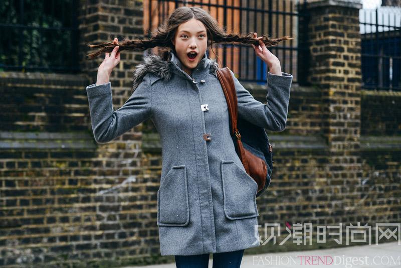 用灰色大衣穿出高级感,低调优...
