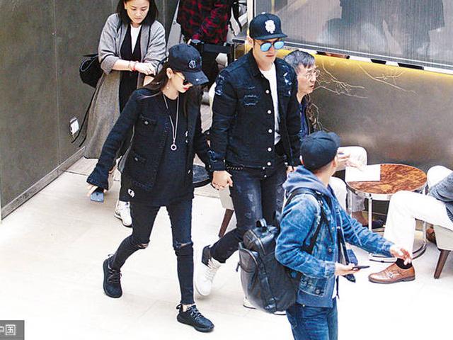 baby黄晓明现身香港,有孕也是美美哒