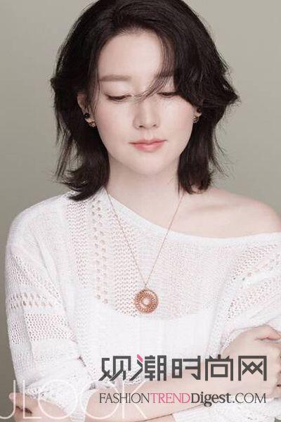 韩国女艺人李英爱带着双胞胎儿女拍写真