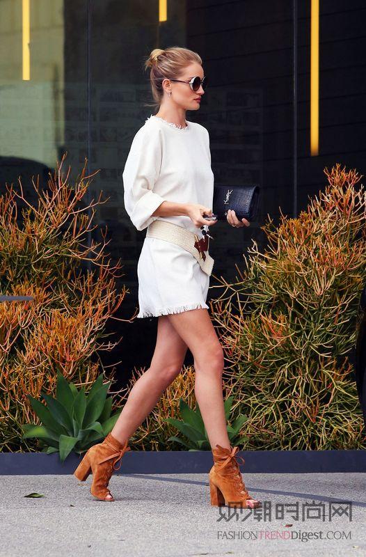 别管是长裤还是短裙 她们时髦...