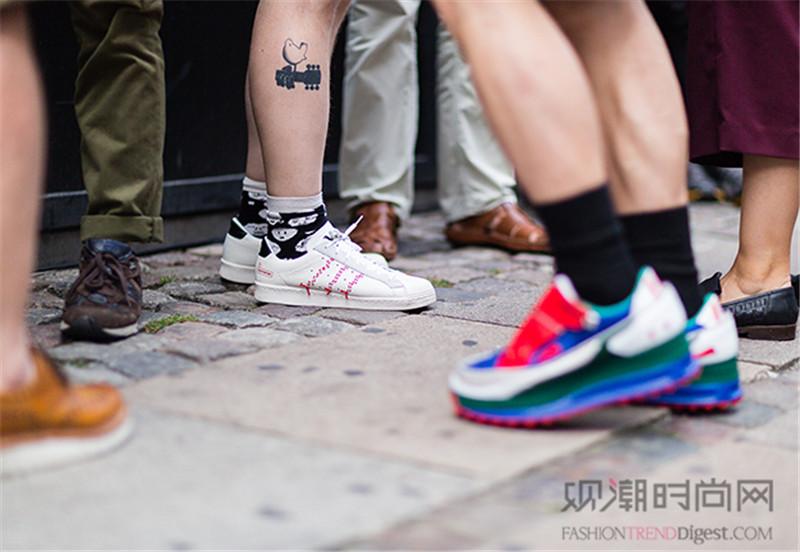 最简单的百搭板鞋,让你可以尽...