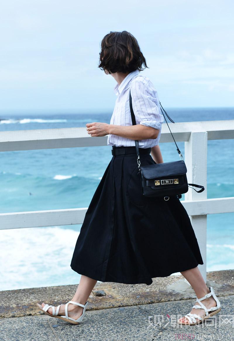 人手必备小黑裙,只有一件怎么够?