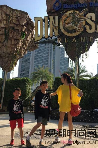 张柏芝带着儿子泰国游玩,穿的好清凉