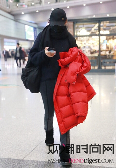 关晓彤、倪妮等女星现身机场秀