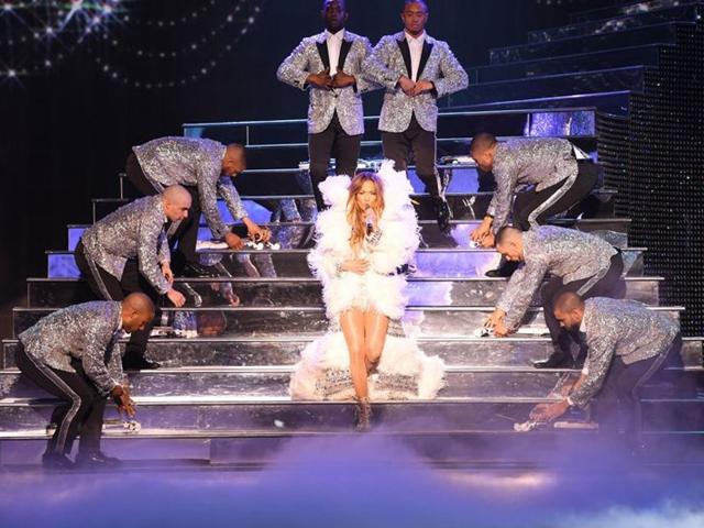 Jennifer Lopez和Julien Macdonald合作为演唱会设计服装,中国知识产权案不断增加