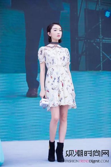 小个子女生也有2米大长腿的既视感