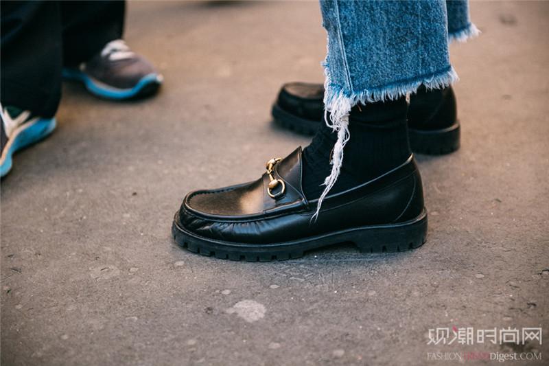 让万能百搭的黑色鞋化解你的搭配难题