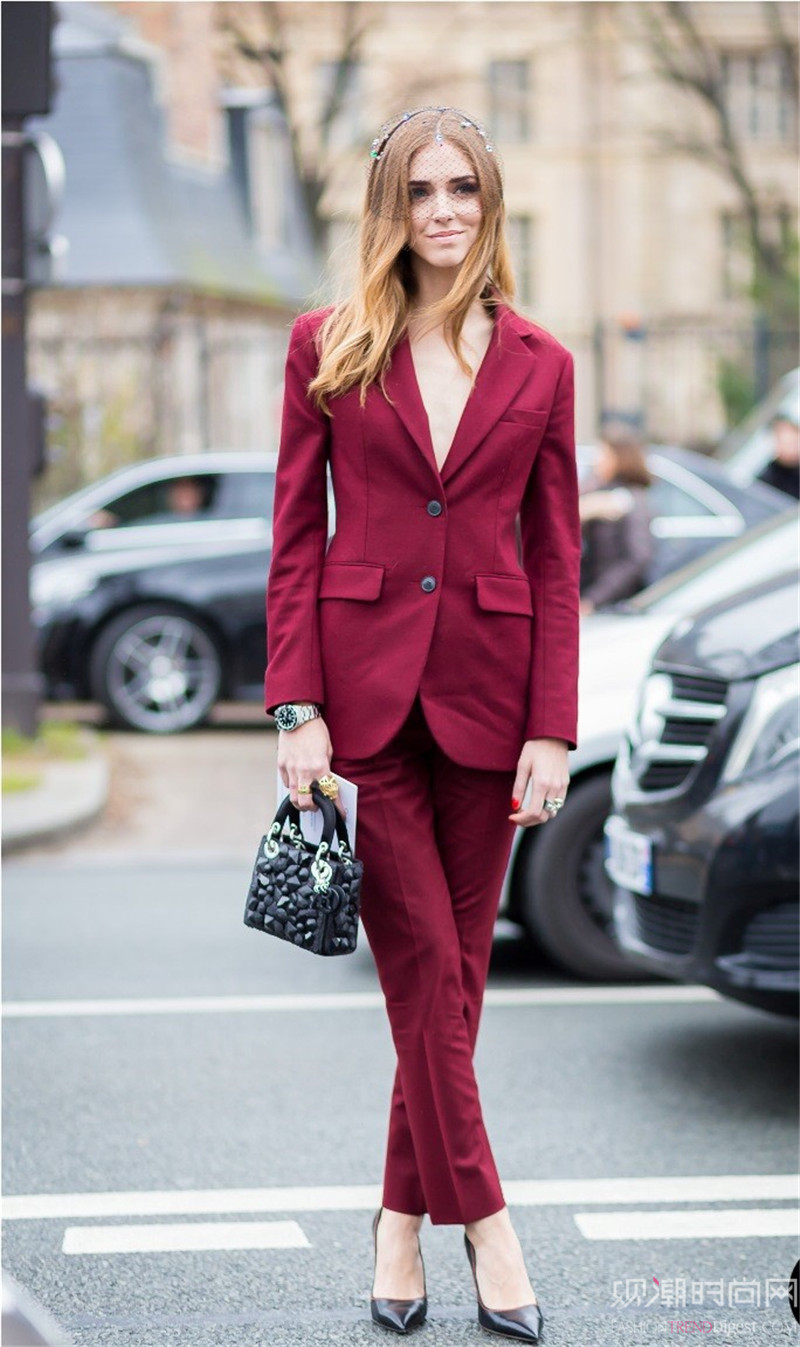 穿西装也能性感迷人,时髦穿搭...