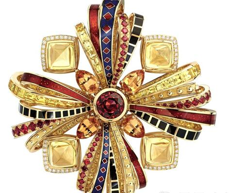 时装需要色彩提亮,对于珠宝更...