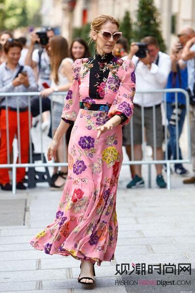 欧美女星们的时尚造型:清凉感...