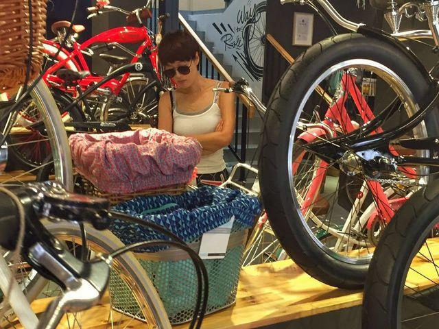 小编带你扒一扒马伊�P到底去了哪里买自行车!