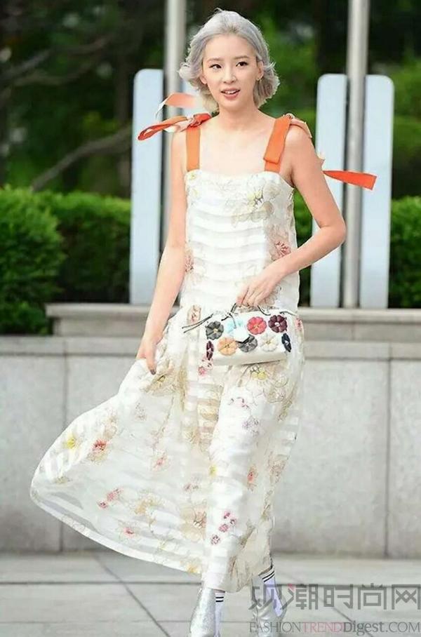 立秋后的吊带裙,你不知道它有多百变