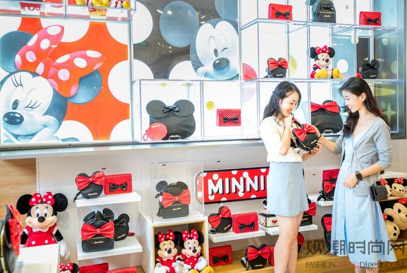 迪士尼商店于上海兴业太古汇璀璨开业