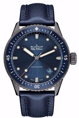 为您推荐三款蓝色调的腕表