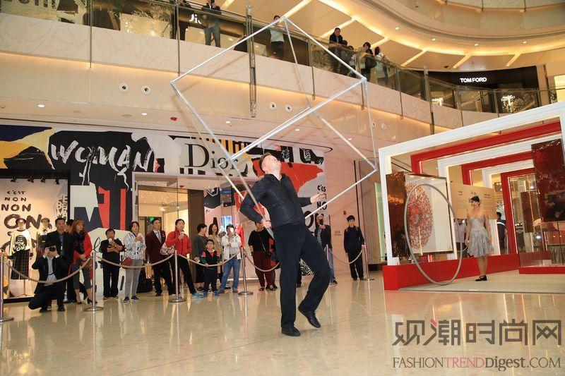 上海ifc商场 世界级飞轮杂...