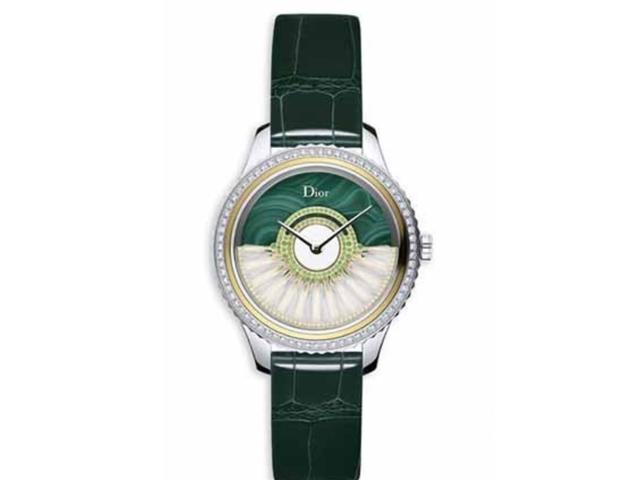 出席宴��,你的�Y服是否缺一枚搭配的腕表呢?