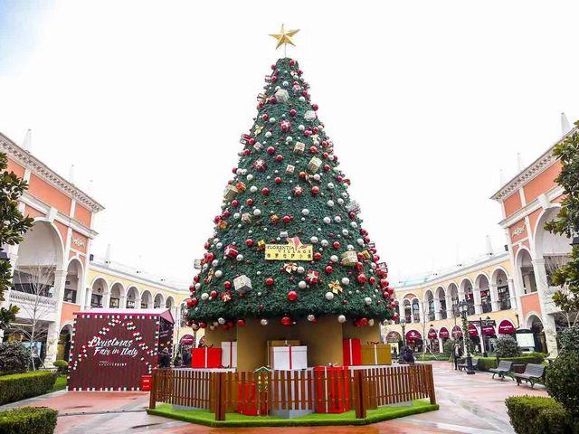 佛罗伦萨小镇点亮时髦圣诞 缤纷活动拉开情意暖冬序幕