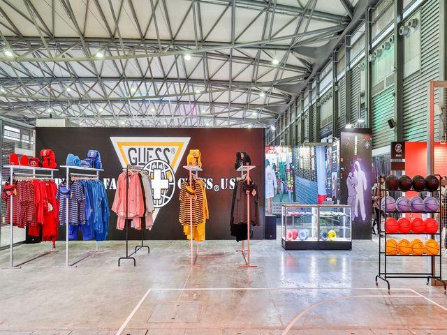 GUESS Jeans U.S.A. x PLACES+FACES合作全球开展