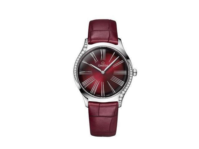圣诞节礼物:三款4万左右红色腕表送给那个她